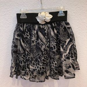 Size XS Grey Cheetah Print Skirt
